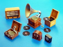 Plusmodel PM266 Gramophones and radios 1/35