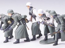 Tamiya 35256 German Assault Infantry w/Winter Gear, 1/35